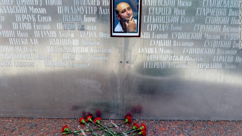 180530190347-01-babchenko-memorial-flowers-exlarge-169